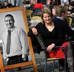Kristl Strubbe met haar leermeester, crisismanager Stephan Verwee.