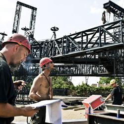 Stageco, bouwers van The Claw, het podium van U2 tijdens hun 360° Tour.