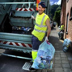Kobe Ilsen aan de slag als vuilnisman