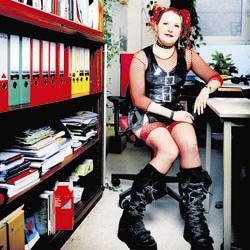 Emmanuelle Mussche, goth