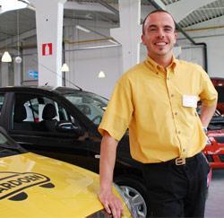 Gwen Lebon, autoverkoper bij Cardoen in Gent