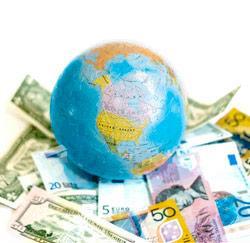 wereldbol met geld