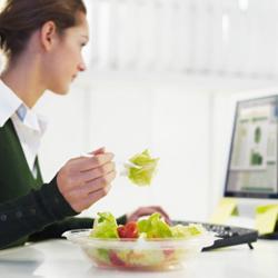 lunchen achter de computer is niet gezond