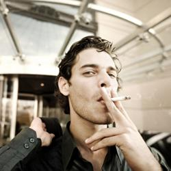 Een roker werkt tot 1 uur per dag minder.