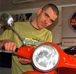 Mike Vanderstraeten, scooter mecanicien
