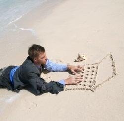 En travail sur la plage