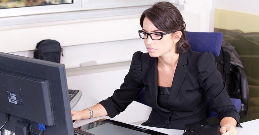 Secretaresse op kantoor