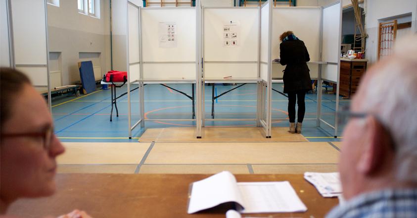 bijzitter bij de verkiezingen