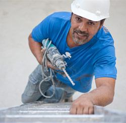 bouwvakker op ladder