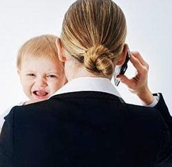Businesswomen met baby