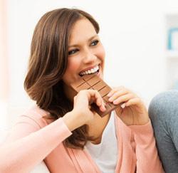 reep chocolade vrouw