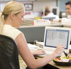 aan bureau eten
