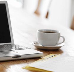koffie naast laptop