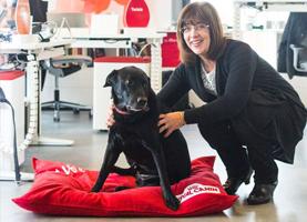 Gillian Enevoldsen en hond Alfie