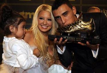 Matías Suárez aux côtés de sa femme et de sa fille