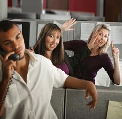 Le flirt au travail? Près de 25% d'entre vous le pratiquent - La Libre
