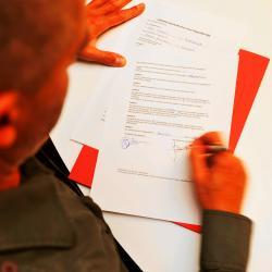 6ba8d899919 Le contrat de travail à durée indéterminée  ce contrat a une date de début  mais pas de date de fin. Il peut être conclu tant oralement que par écrit.  Un ...
